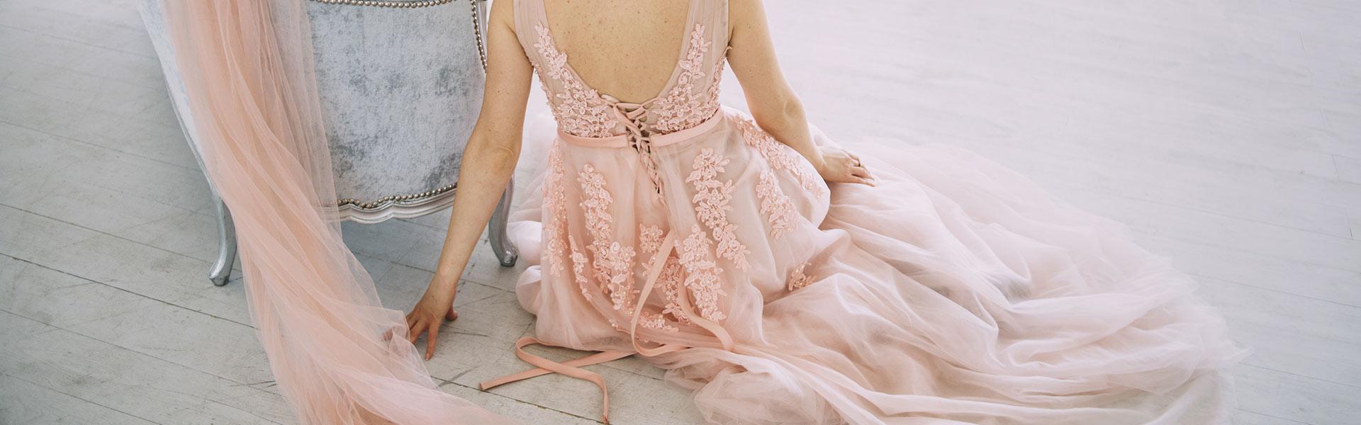 Rosa Brautkleid mit Tüll im Brautmodengeschäft Stuttgart